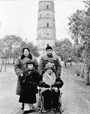 京山一行五人在北京拜访张文秋老人
